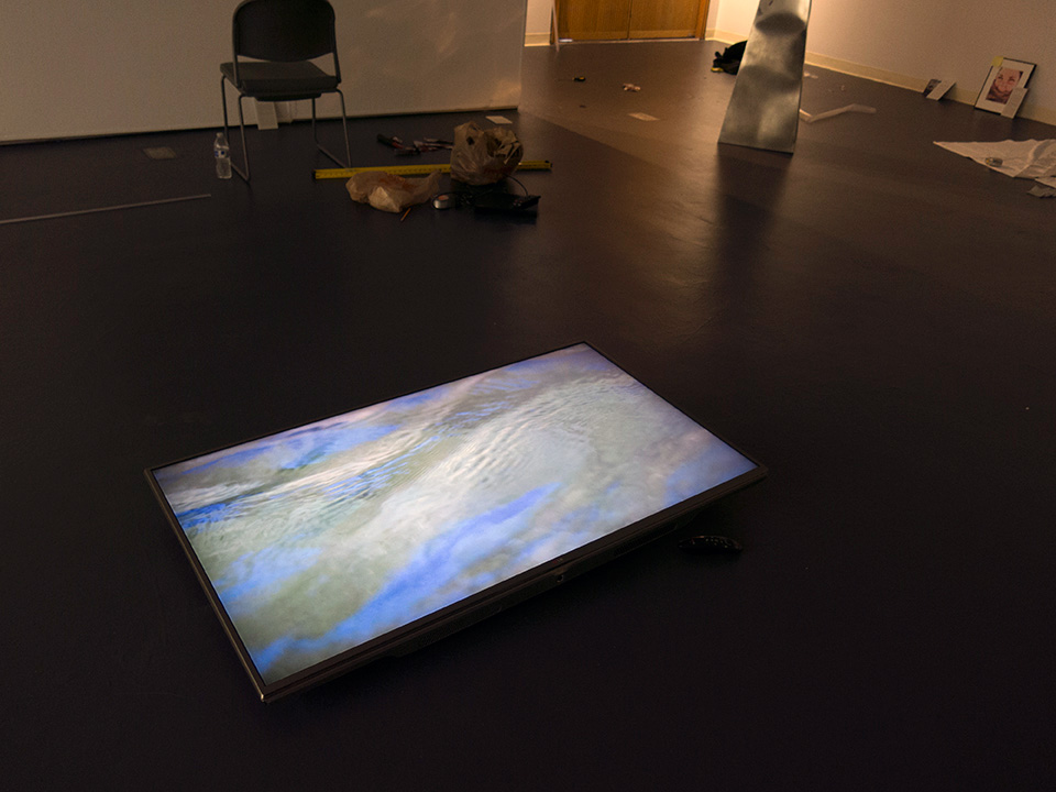 Kimura Gallery : Installation of video work by Ruth Beer